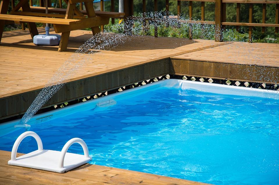 Les meilleurs constructeurs de piscines en bois à Paris