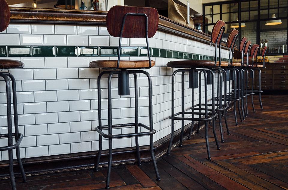 Les modèles de tabouret de bar réglable en hauteur